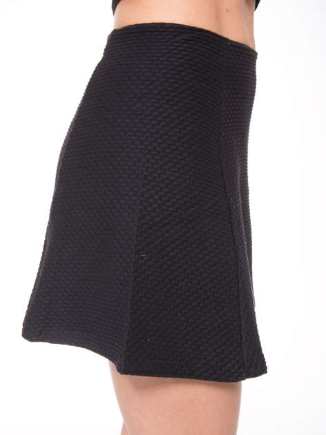 Czarna mini spódnica skater z fakturą                                  zdj.                                  8