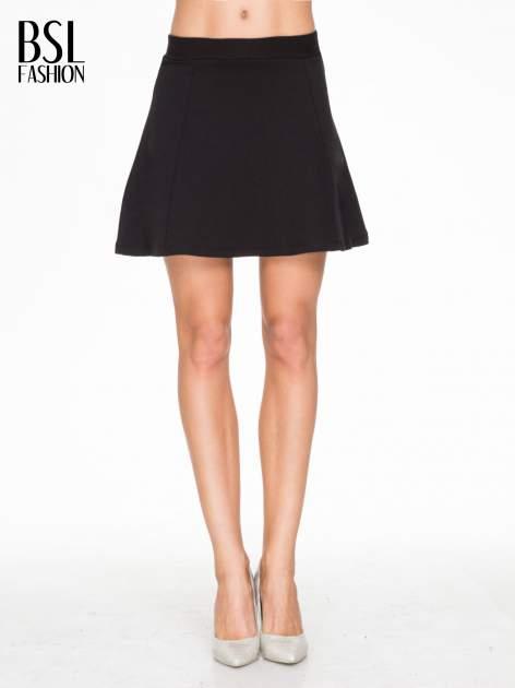 Czarna mini spódnica typu skater