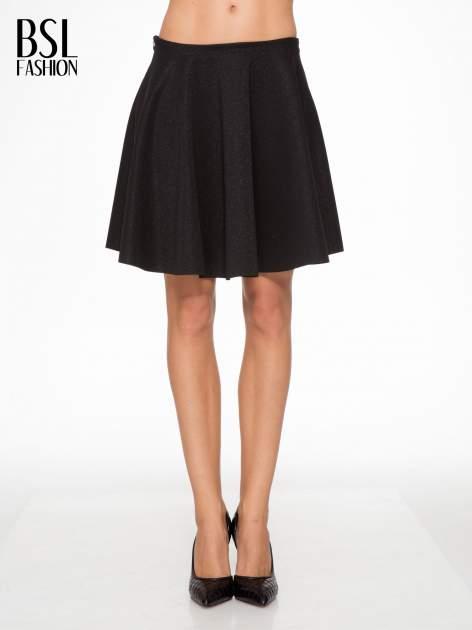 Czarna mini spódniczka przeplatana błyszczącą nicią