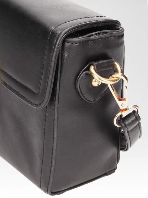 Czarna mini torebka listonoszka z klapką                                  zdj.                                  7