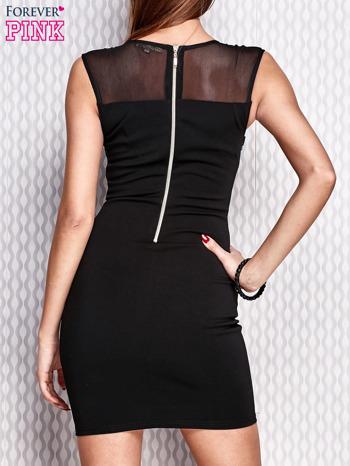 Czarna ołówkowa sukienka z aplikacją                                  zdj.                                  2