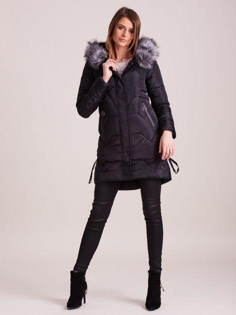 Czarna pikowana kurtka na zimę                              zdj.                              4