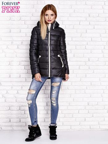 Czarna pikowana kurtka z kontrastowymi suwakami                                  zdj.                                  2