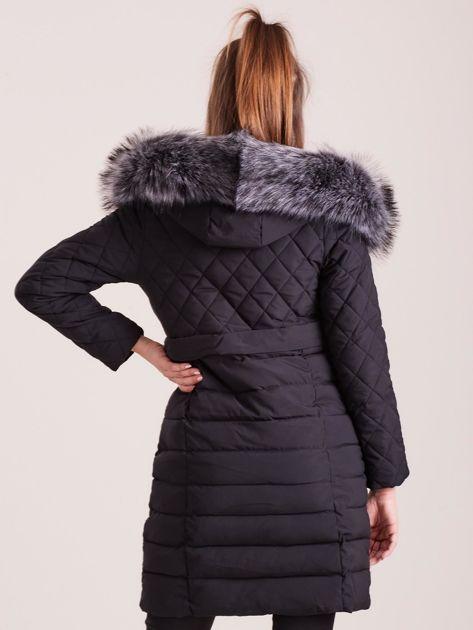 Czarna pikowana kurtka zimowa                              zdj.                              2