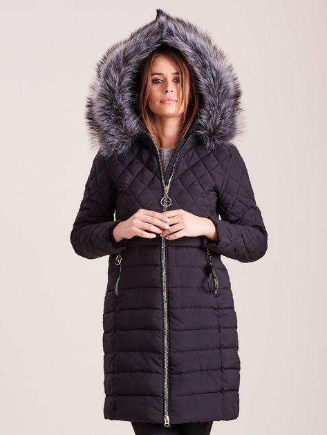 Czarna pikowana kurtka zimowa                              zdj.                              5