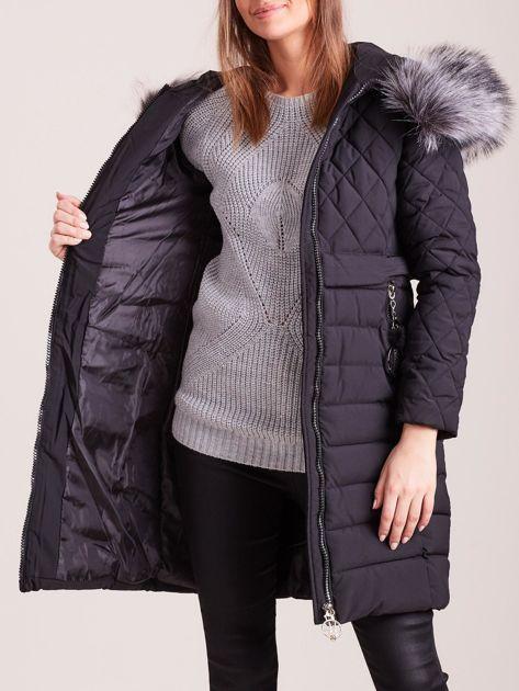 Czarna pikowana kurtka zimowa                              zdj.                              7