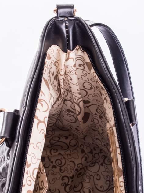 Czarna pikowana torba na ramię                                  zdj.                                  11