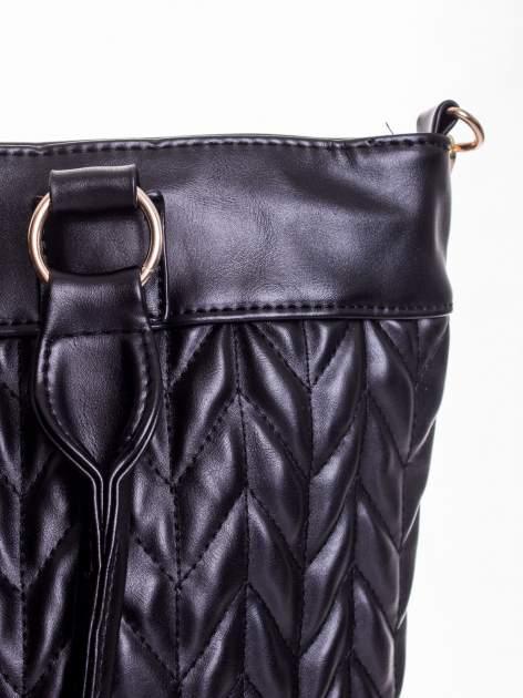 Czarna pikowana torba na ramię                                  zdj.                                  7