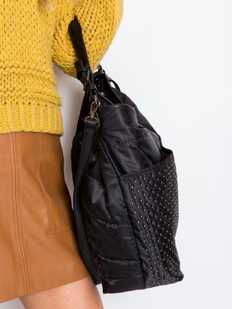 Czarna pikowana torba z ćwiekami                              zdj.                              2