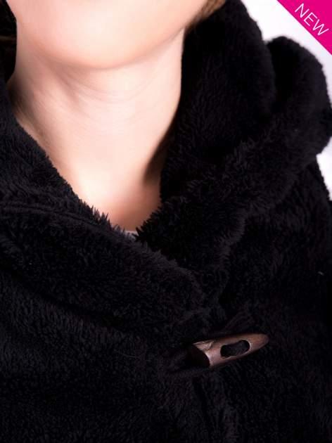 Czarna pluszowa kamizelka z kapturem zapinana na kołki                                  zdj.                                  6