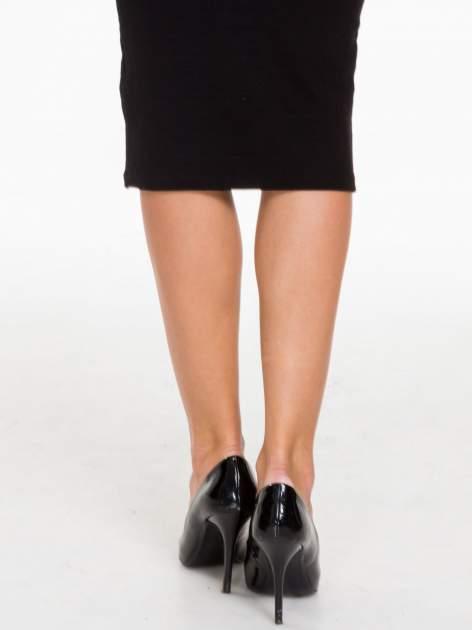 Czarna prążkowana dzianinowa spódnica za kolano                                  zdj.                                  7