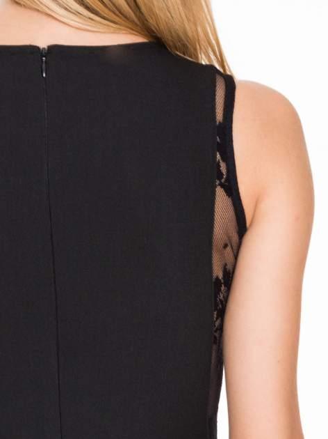 Czarna prosta sukienka z koronką po bokach                                  zdj.                                  8