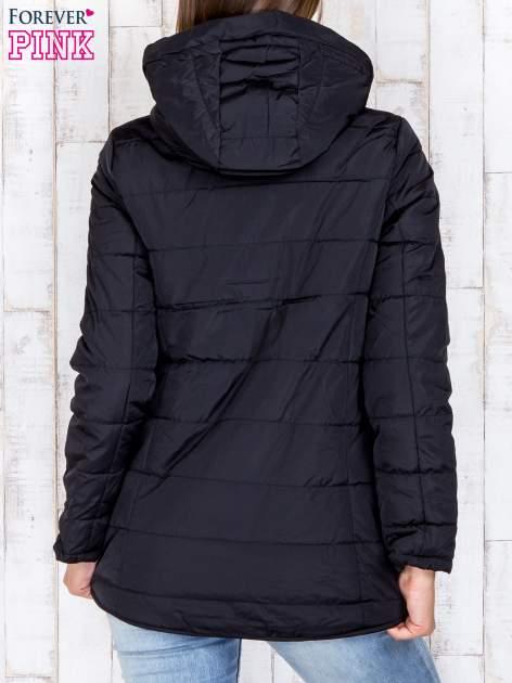 Czarna przejściowa kurtka puchowa z dłuższym tyłem                                  zdj.                                  5