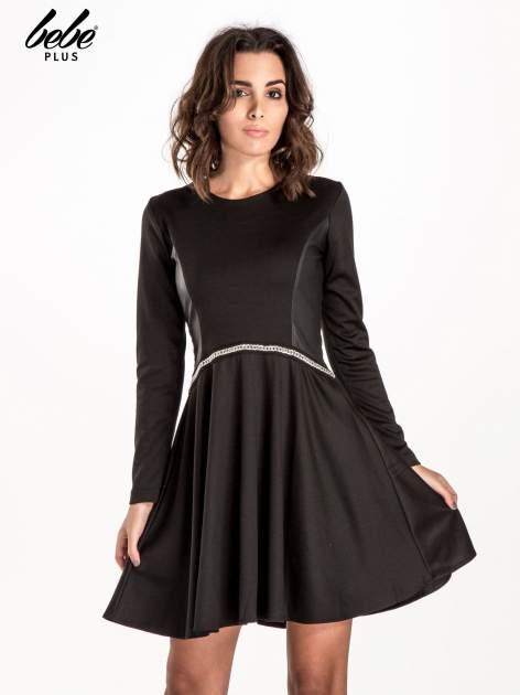 Czarna rozkloszowana sukienka ze skórzanymi wstawkami