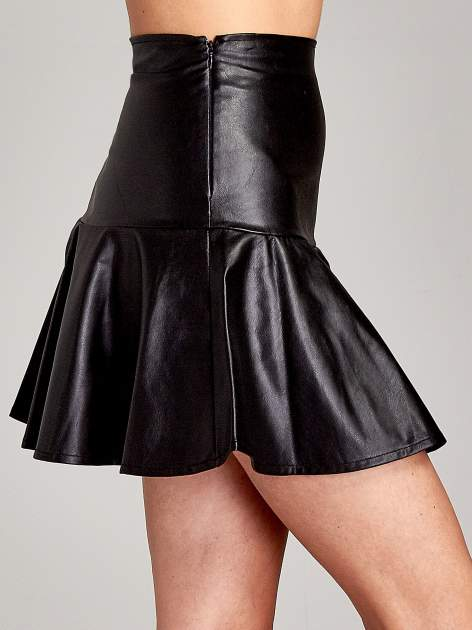 Czarna skórzana spódnica mini z falbaną                                  zdj.                                  6