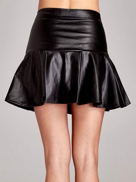 Czarna skórzana spódnica mini z falbaną                                  zdj.                                  7