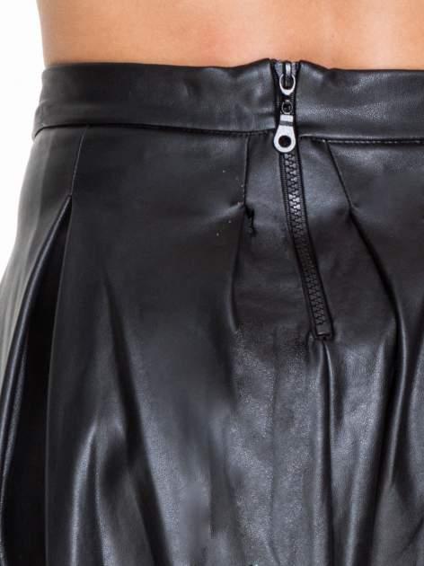Czarna skórzana spódnica z kontrafałdami                                  zdj.                                  5