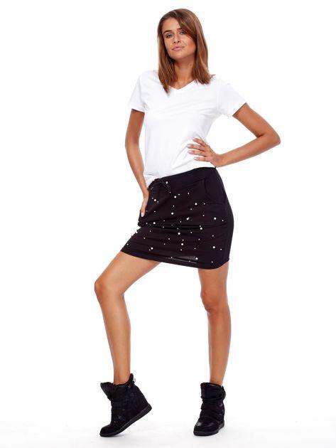Czarna spódnica dresowa z perełkami i kieszeniami                              zdj.                              4