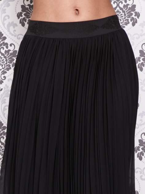 Czarna spódnica maxi z ornamentowym paskiem                                  zdj.                                  4