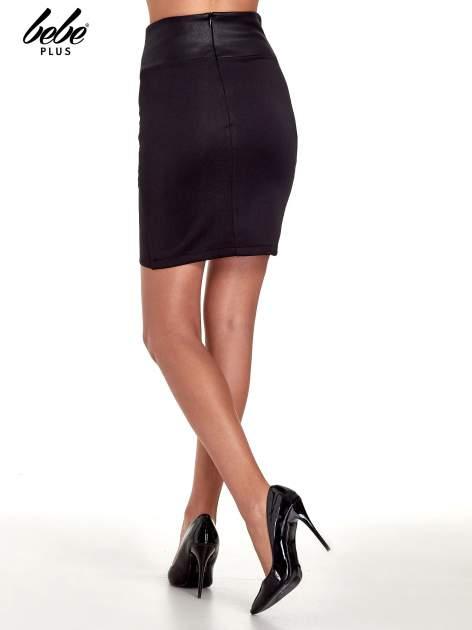 Czarna spódnica mini ze złotą klamrą                                  zdj.                                  4