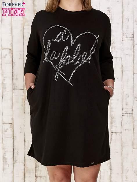 Czarna sukienka dresowa z dżetami PLUS SIZE                                  zdj.                                  1