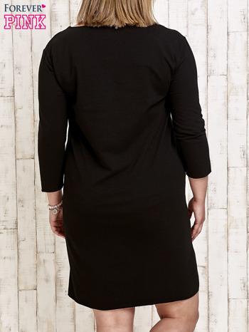 Czarna sukienka dresowa z misiem PLUS SIZE                                  zdj.                                  4