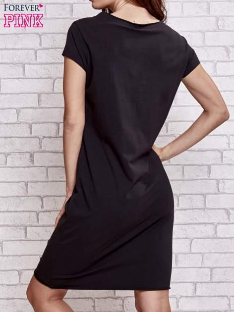 Czarna sukienka dresowa z napisem BLACKED                                  zdj.                                  4