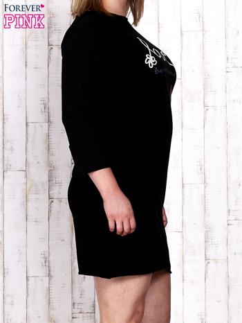 Czarna sukienka dresowa z napisem LOVE PLUS SIZE                                  zdj.                                  3