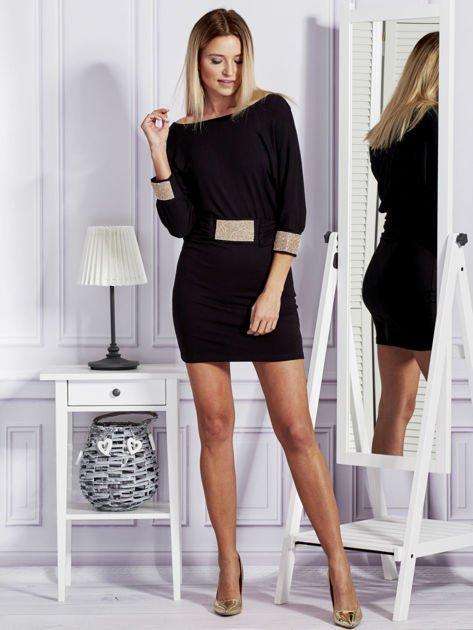 Czarna sukienka koktajlowa z biżuteryjnymi wstawkami                                  zdj.                                  4