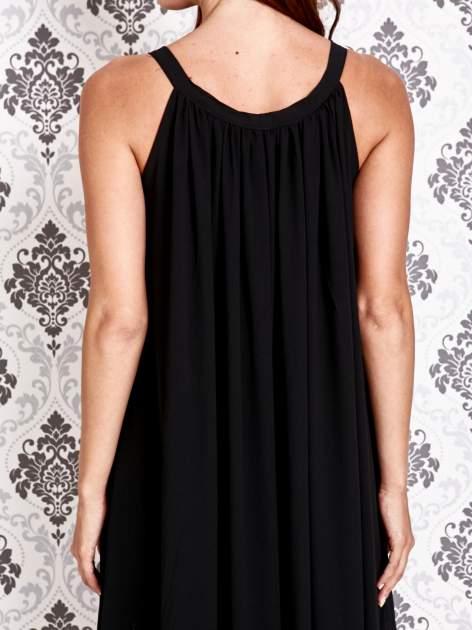 Czarna sukienka maxi z wiązaniem przy dekolcie                                  zdj.                                  4