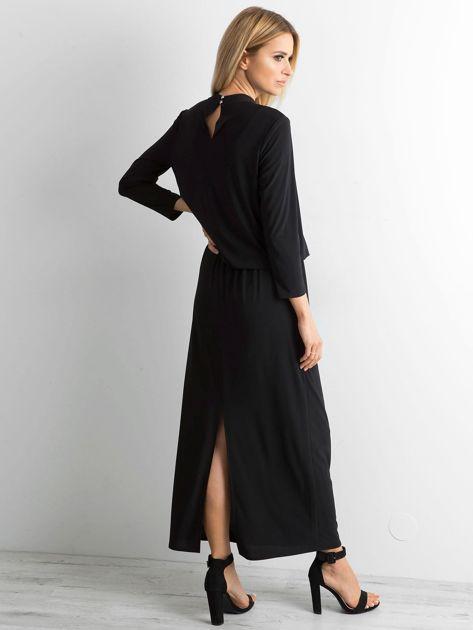 Czarna sukienka maxi z wycięciem                              zdj.                              2