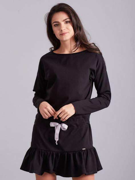 Czarna sukienka oversize z falbaną                              zdj.                              1