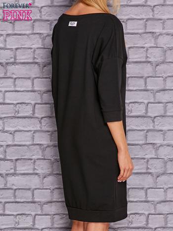 Czarna sukienka oversize ze ściągaczem                                  zdj.                                  3