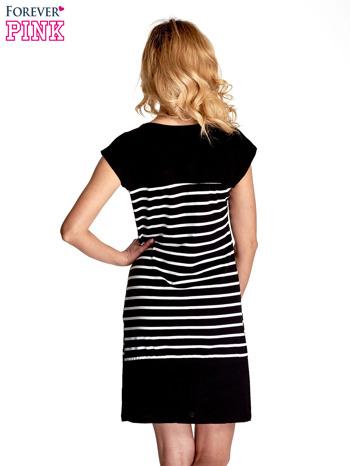 Czarna sukienka w białe paski                                  zdj.                                  4
