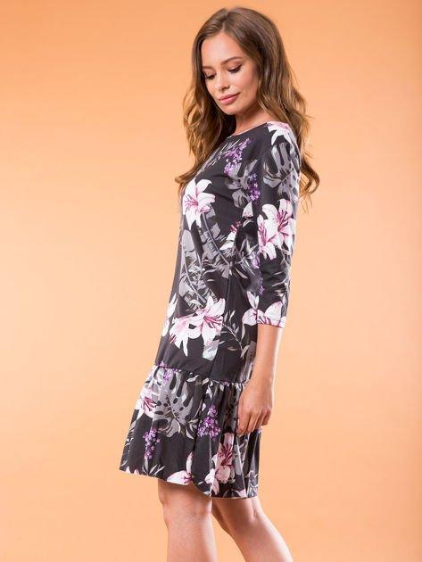Czarna sukienka w kwiatowy wzór                              zdj.                              3