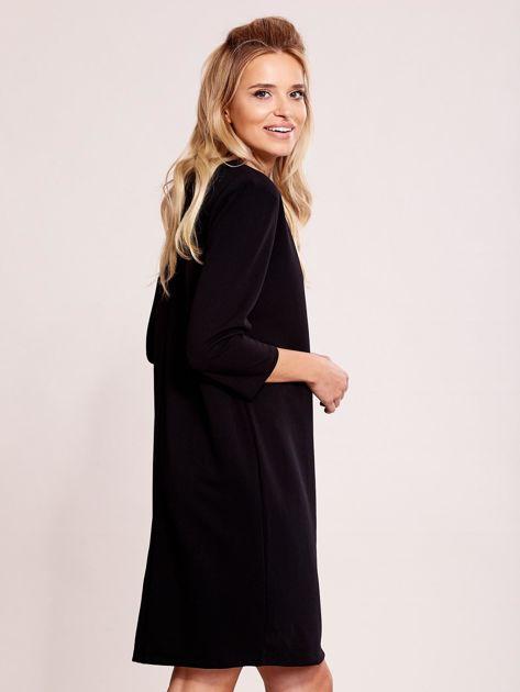 Czarna sukienka z biżuteryjnym dekoltem                               zdj.                              3