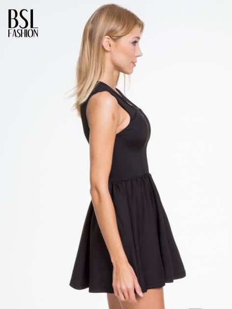 Czarna sukienka z dekoltem cut out i złotym zipem                                  zdj.                                  3