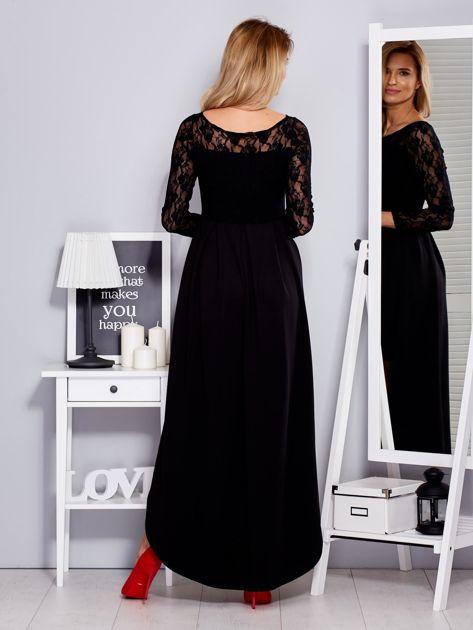 Czarna sukienka z dłuższym tyłem i koronkowym rękawami                              zdj.                              2