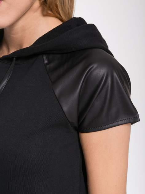 Czarna sukienka z kapturem z wstawkami ze skóry                                  zdj.                                  9