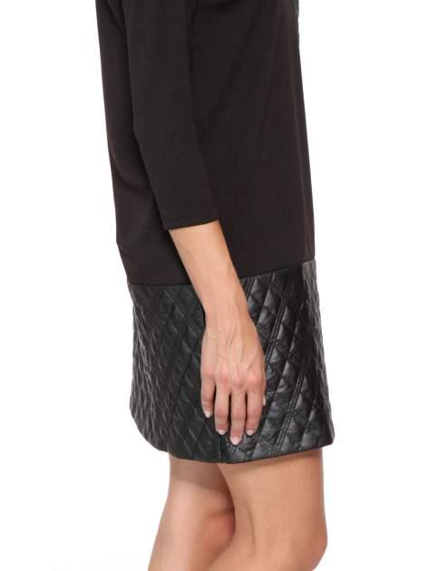 Czarna sukienka z kieszonką i dołem z pikowanej skóry                                  zdj.                                  9