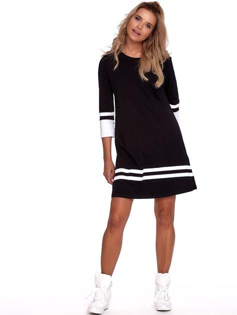 Czarna sukienka z kontrastowymi wstawkami                              zdj.                              4