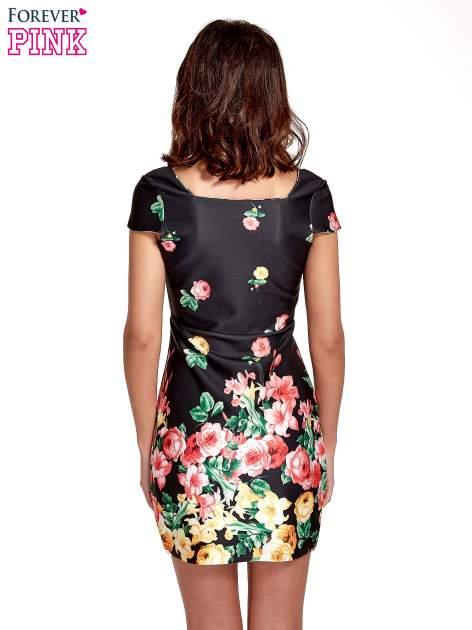 Czarna sukienka z kwiatowym nadrukiem                                  zdj.                                  2