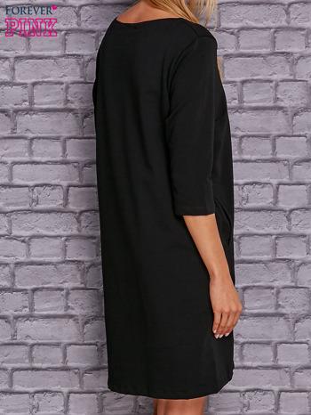 Czarna sukienka z naszywkami                                  zdj.                                  2