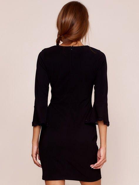 Czarna sukienka z rozszerzanymi rękawami                              zdj.                              2