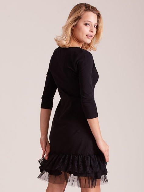 Czarna sukienka z tiulem i koronkową falbaną                                  zdj.                                  3
