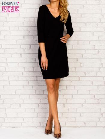 Czarna sukienka z trójkątnym dekoltem                                  zdj.                                  4