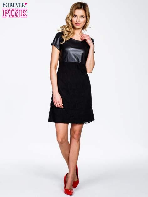 Czarna sukienka ze skórzanym i koronkowym wykończeniem                                  zdj.                                  2