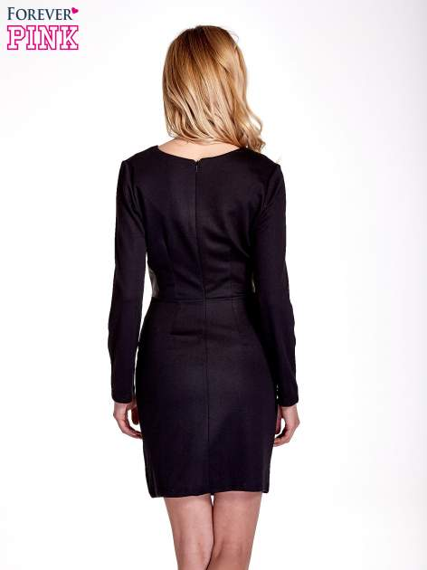 Czarna sukienka ze skórzanymi wstawkami                                  zdj.                                  4