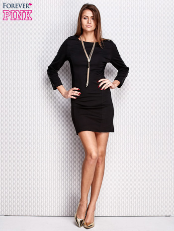 Czarna sukienka ze skórzanymi wstawkami na rękawach                               zdj.                              2