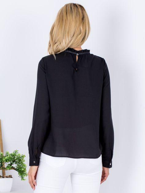 Czarna szyfonowa bluzka z wiązaniem i perełkami                              zdj.                              2